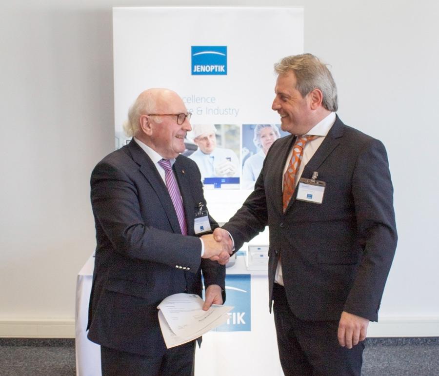 Unterzeichnung des Kooperationsvertrags: Dipl.-Ing. (FH) Hans Georg Wagner (Präsident des BDB) und Anton Huber, MSc. (Geschäftsführer tempLED GmbH)